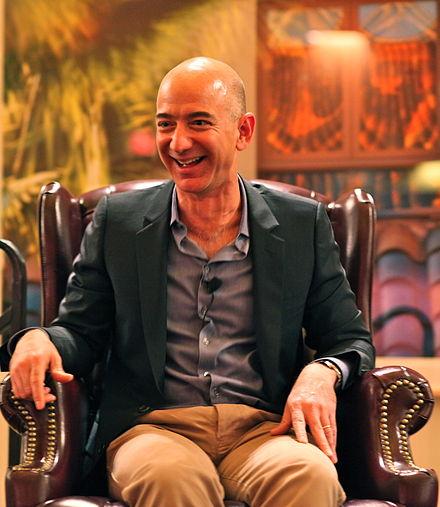 440px Jeff Bezos iconic laugh - ビルゲイツとメリンダ夫人が離婚した理由と慰謝料について考察【節税対策・逮捕説はデマ?】